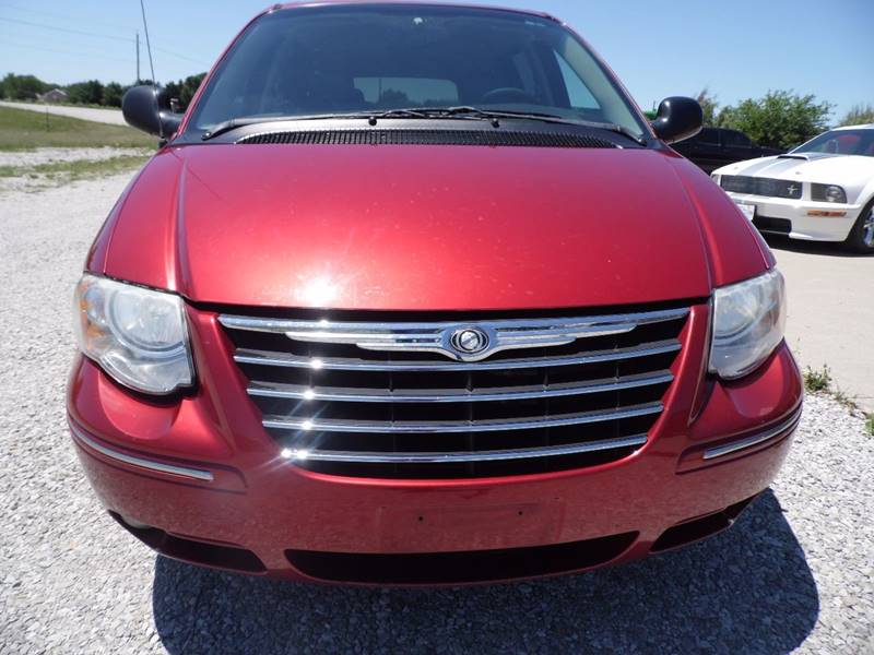 2005 Chrysler Town and Country Limited 4dr Extended Mini-Van - Mount Pleasant IA