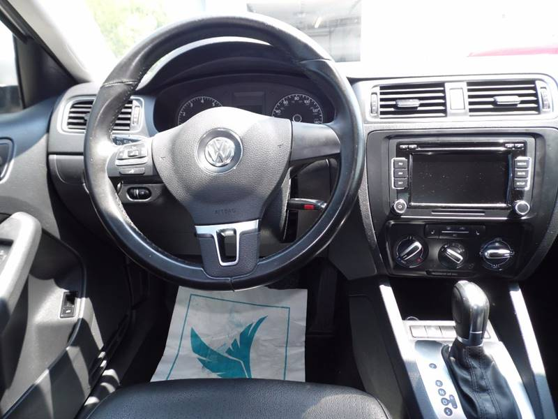 2011 Volkswagen Jetta SE PZEV 4dr Sedan 6A w/ Conv. and Sunroof - Mount Pleasant IA