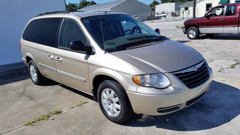 2006 Chrysler Town and Country for sale at D & D Detail Experts / Cars R Us in New Smyrna Beach FL