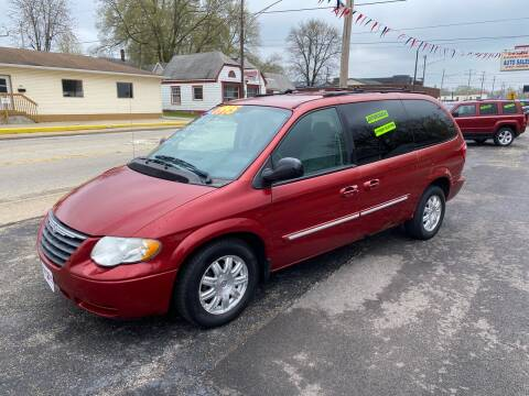 2005 Chrysler Town and Country for sale at PEKIN DOWNTOWN AUTO SALES in Pekin IL