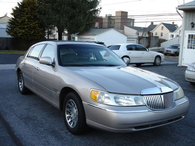 2001 Lincoln Town Car Signature 4dr Sedan In New Cumberland Pa