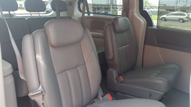2008 Chrysler Town and Country for sale at AUTORAMA SALES INC. in Wantagh NY