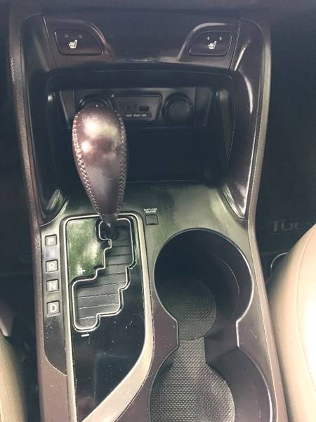 2010 Hyundai Tucson for sale at AUTORAMA SALES INC. in Wantagh NY