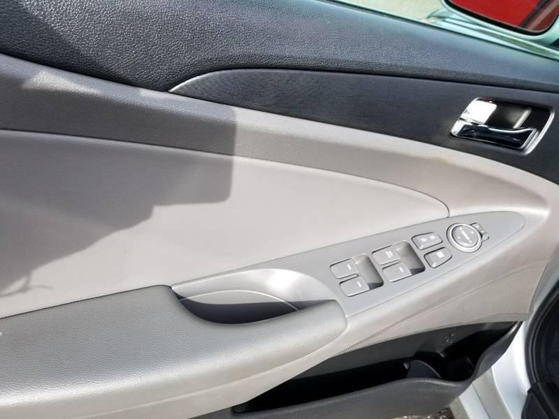 2013 Hyundai Sonata for sale at AUTORAMA SALES INC. - Farmingdale in Farmingdale NY