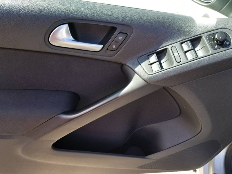 2013 Volkswagen Tiguan for sale at AUTORAMA SALES INC. - Farmingdale in Farmingdale NY