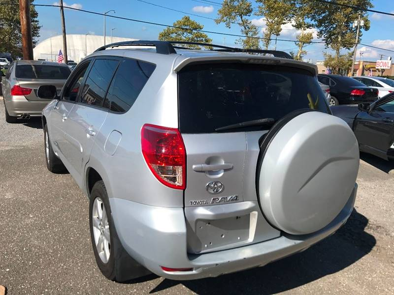 2007 Toyota RAV4 for sale at AUTORAMA SALES INC. in Wantagh NY