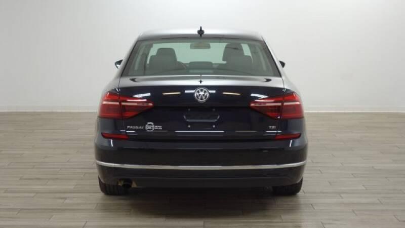 2019 Volkswagen Passat 2.0T Wolfsburg 4dr Sedan - Florissant MO