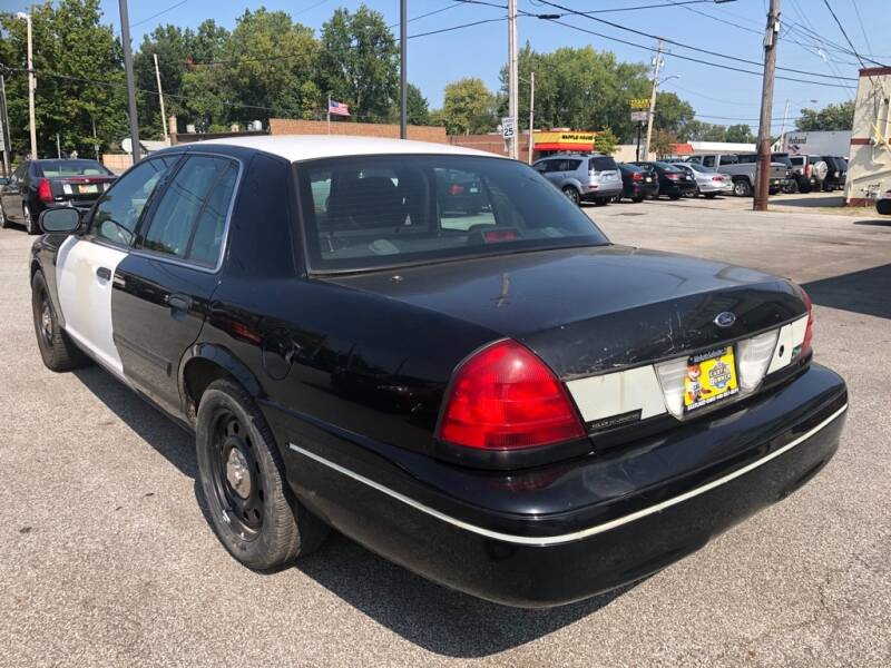 2011 Ford Crown Victoria POLICE INTERCEPTOR - Eastlake OH
