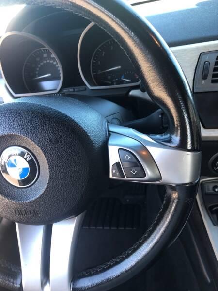 2004 BMW Z4 2.5i 2dr Roadster - Eastlake OH