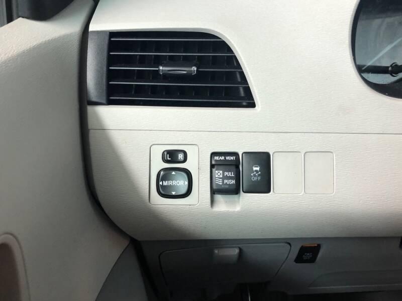2011 Toyota Sienna XLE - Eastlake OH