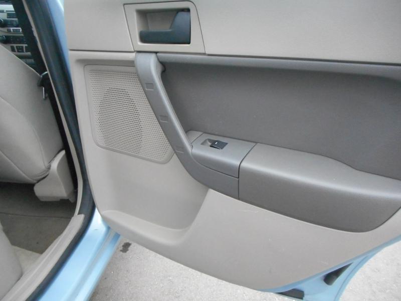 2008 Ford Focus SE 4dr Sedan - Cadillac MI