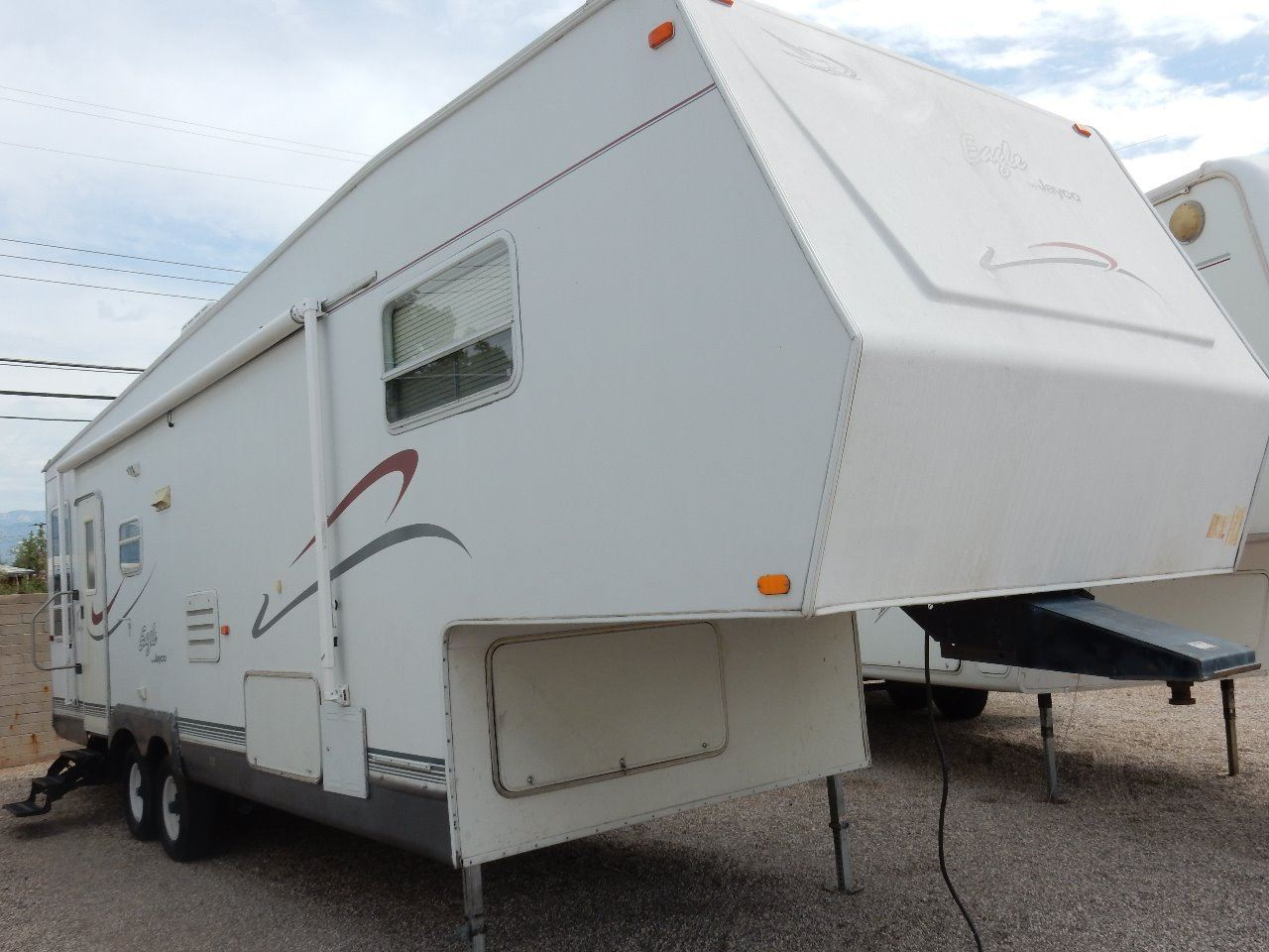 Perfect You Will Be Sure To Soar In This Great 2002 26ft 5th Wheel