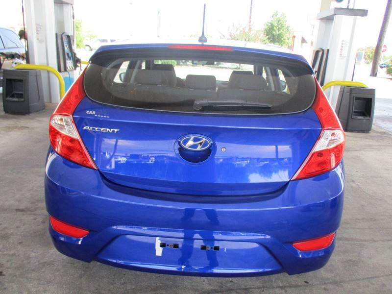2012 Hyundai Accent SE 4dr Hatchback - San Antonio TX