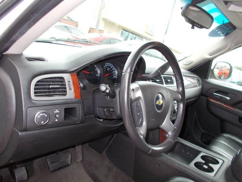 2011 Chevrolet Suburban 4x2 LT 1500 4dr SUV - San Antonio TX