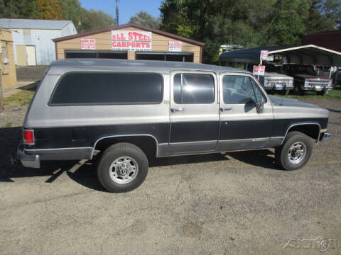 1990 Chevrolet Suburban for sale at Rondo Truck & Trailer in Sycamore IL