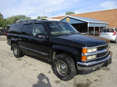 1998 Chevrolet Suburban for sale at Rondo Truck & Trailer in Sycamore IL