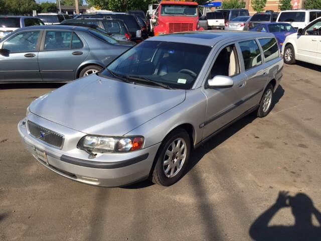 2001 Volvo V70 for sale at Vuolo Auto Sales in North Haven CT