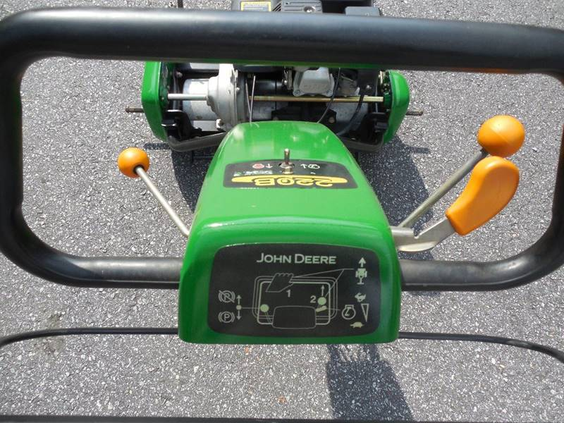 2004 John Deere 220B WALK GREENS MOWER  - Rutherfordton NC