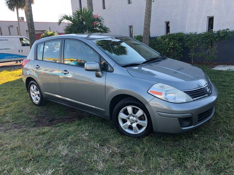 2007 Nissan Versa 1.8 SL 4dr Hatchback (1.8L I4 CVT)   Miami FL