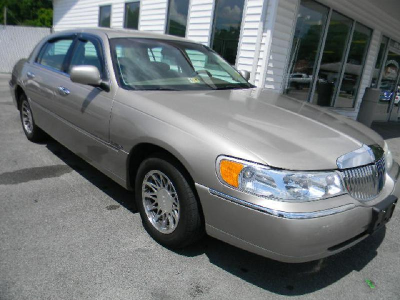 2000 Lincoln Town Car Signature 4dr Sedan - Big Stone Gap VA