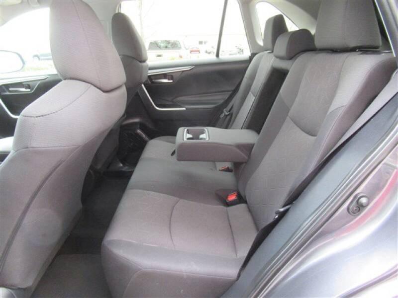 2019 Toyota RAV4 XLE (image 2)