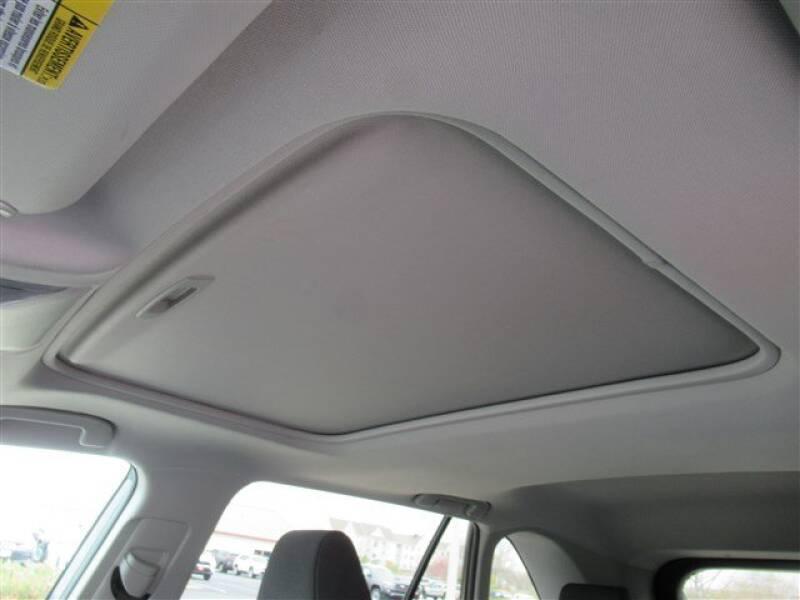 2019 Toyota RAV4 XLE (image 9)
