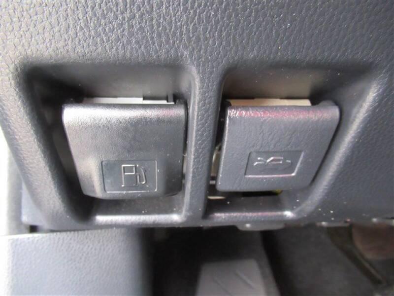 2019 Toyota RAV4 XLE (image 12)