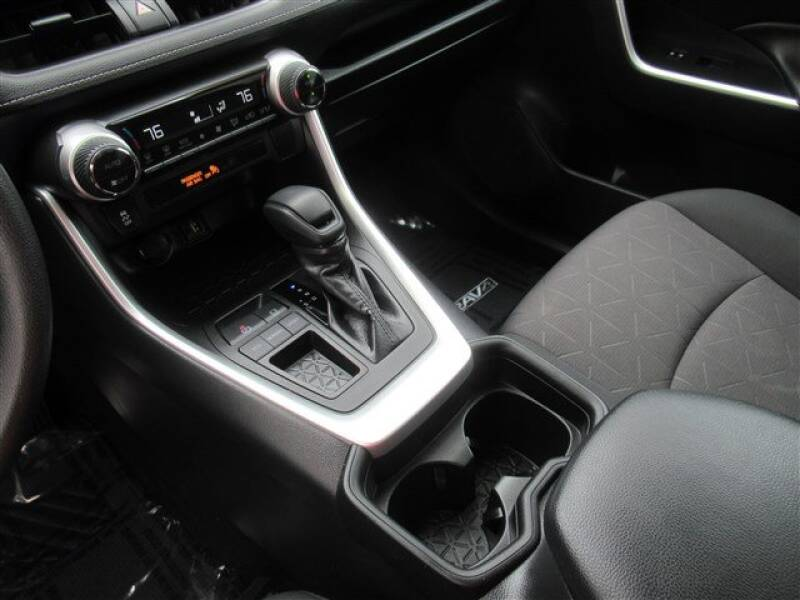 2019 Toyota RAV4 XLE (image 19)