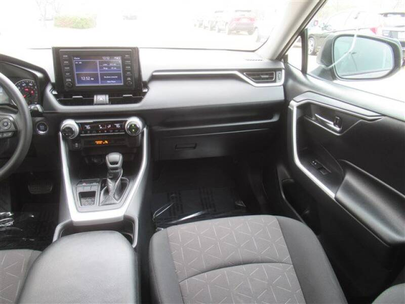 2019 Toyota RAV4 XLE (image 5)
