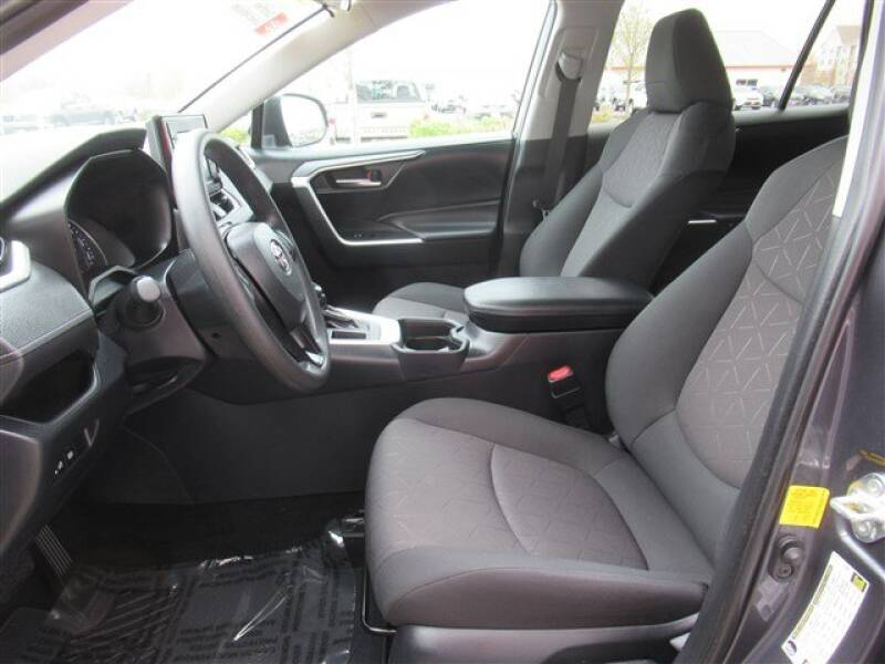 2019 Toyota RAV4 XLE (image 7)