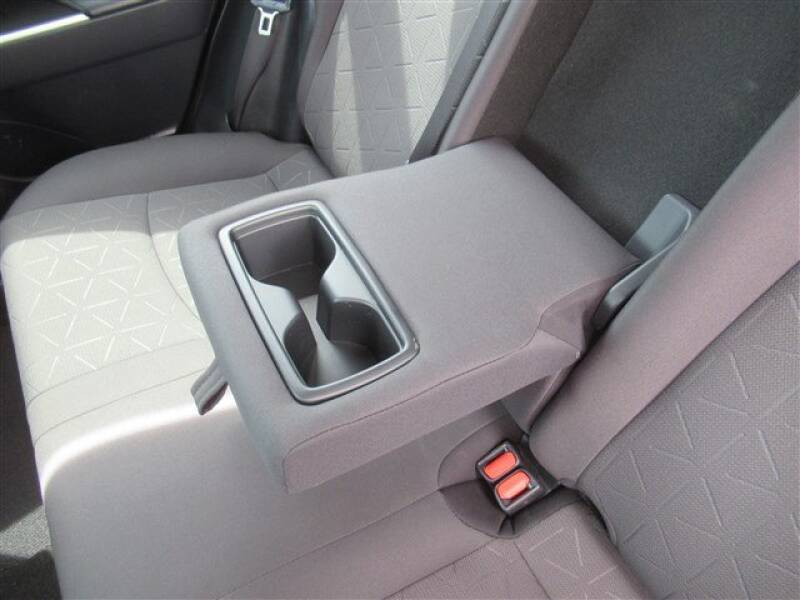 2019 Toyota RAV4 XLE (image 3)