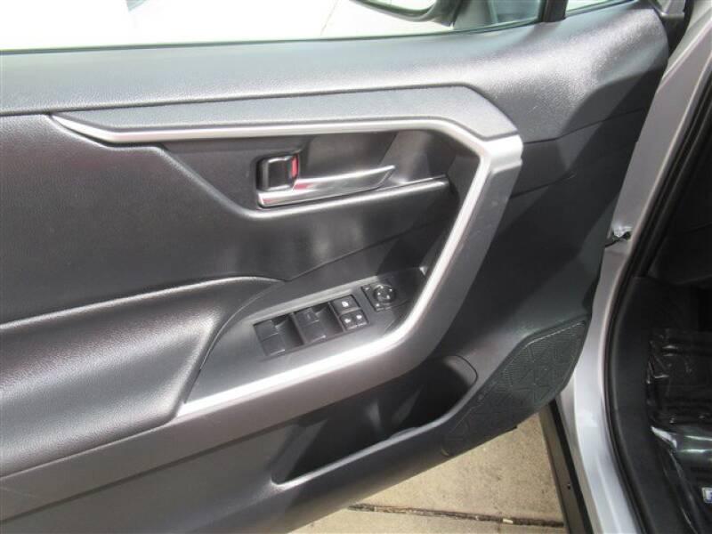 2019 Toyota RAV4 XLE (image 8)