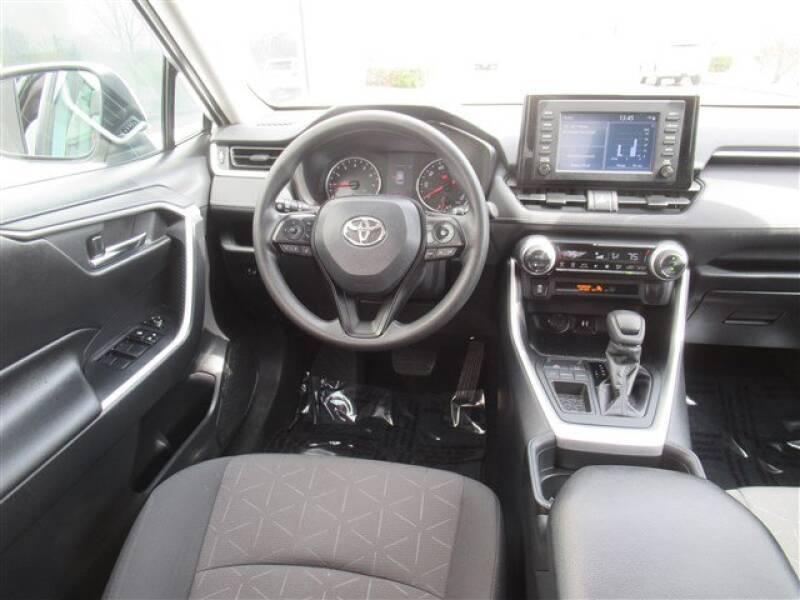 2019 Toyota RAV4 XLE (image 6)