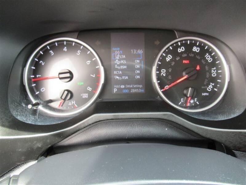 2019 Toyota RAV4 XLE (image 22)