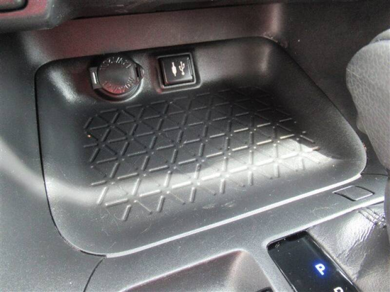 2019 Toyota RAV4 XLE (image 17)