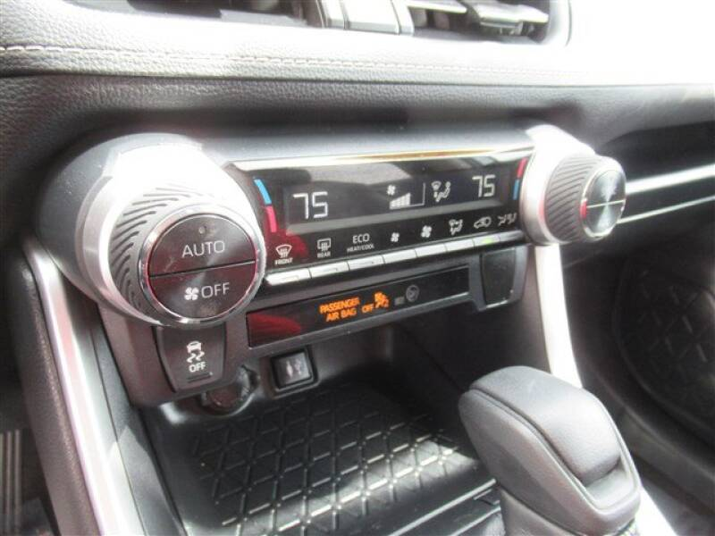 2019 Toyota RAV4 XLE (image 18)