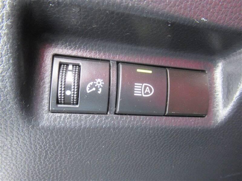 2019 Toyota RAV4 XLE (image 11)