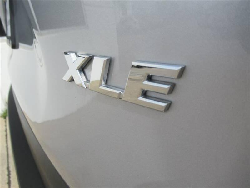2019 Toyota RAV4 XLE (image 30)