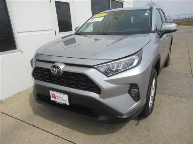 2019 Toyota RAV4 XLE (image 1)