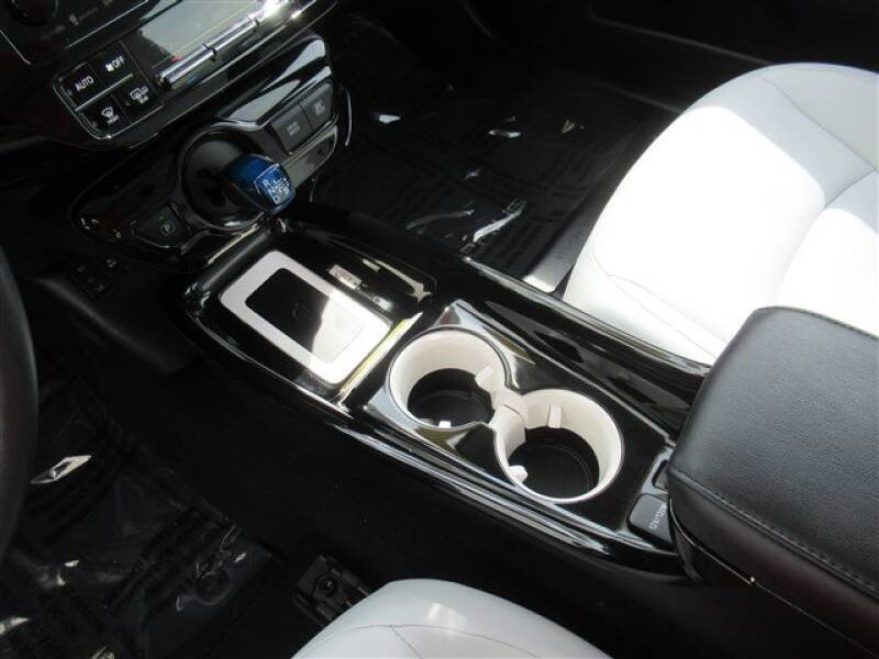 2017 Toyota Prius Four (image 20)