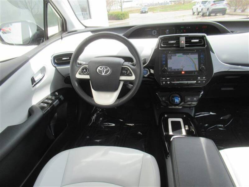 2017 Toyota Prius Four (image 6)