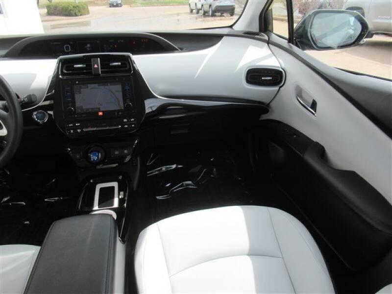 2017 Toyota Prius Four (image 5)