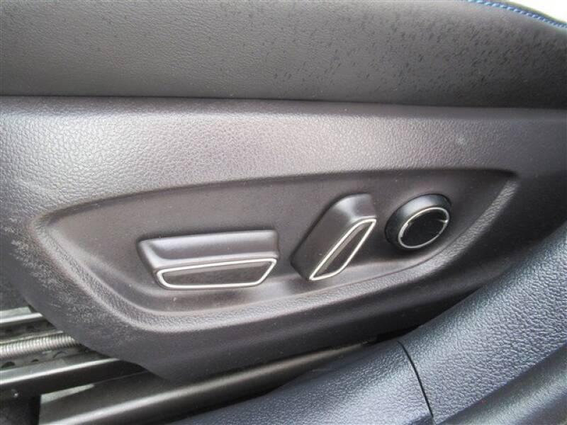 2017 Toyota Prius Four (image 8)