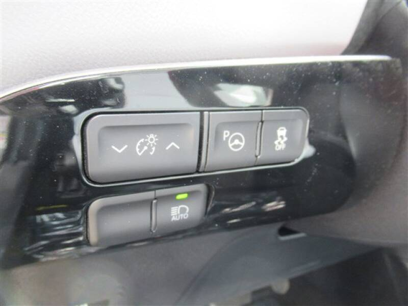 2017 Toyota Prius Four (image 11)