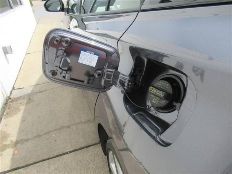 2017 Toyota Prius Four (image 26)