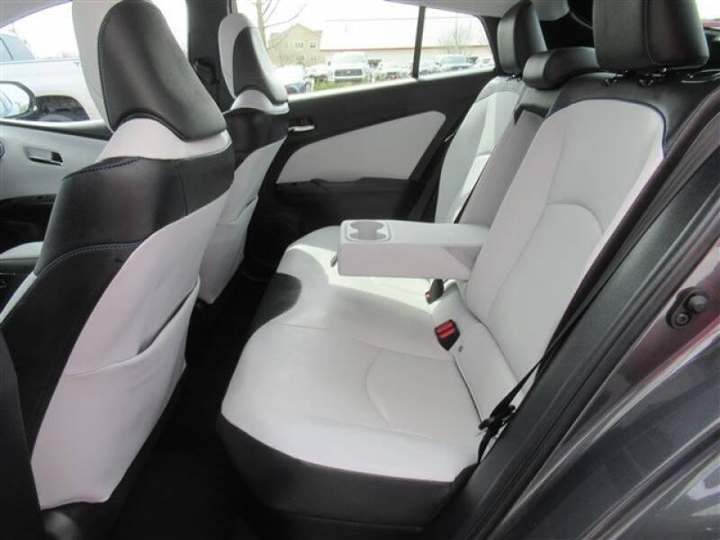 2017 Toyota Prius Four (image 2)