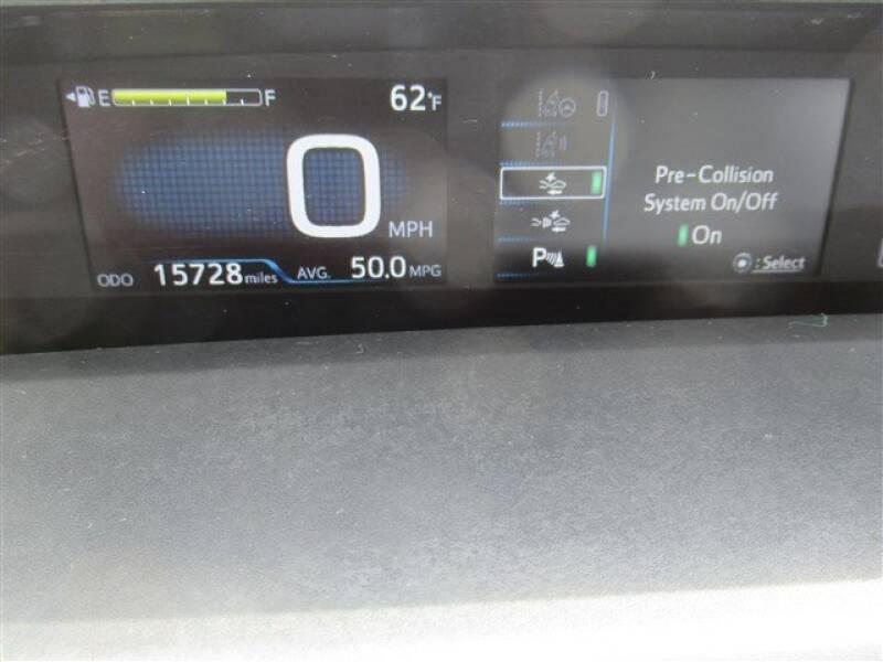 2017 Toyota Prius Four (image 23)