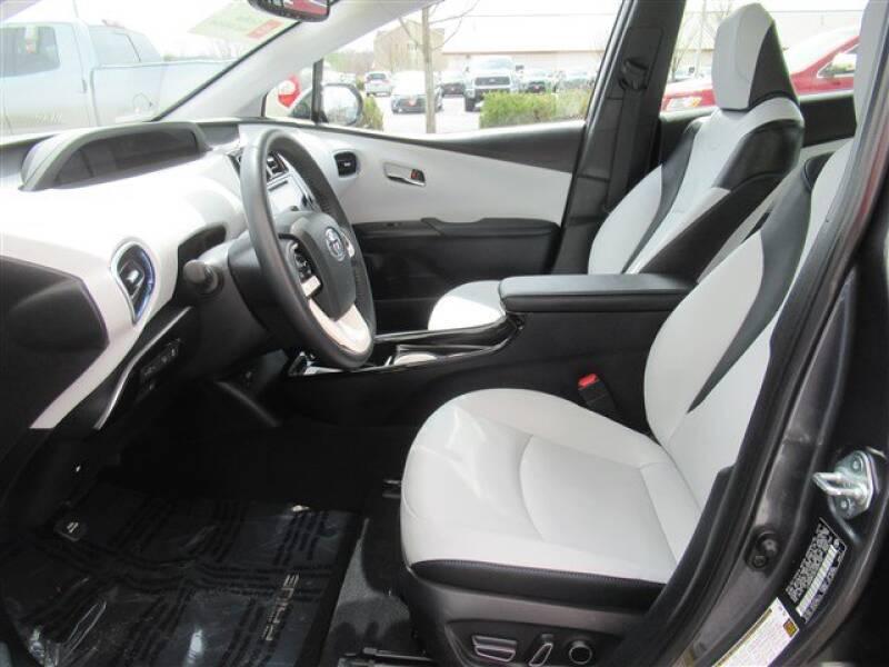 2017 Toyota Prius Four (image 7)