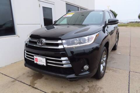 2017 Toyota Highlander for sale at HILAND TOYOTA in Moline IL