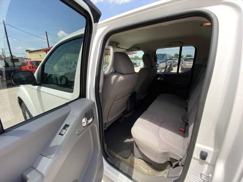 2018 Nissan Frontier 4x4 SV 4dr Crew Cab 5 ft. SB 5A - Houston TX